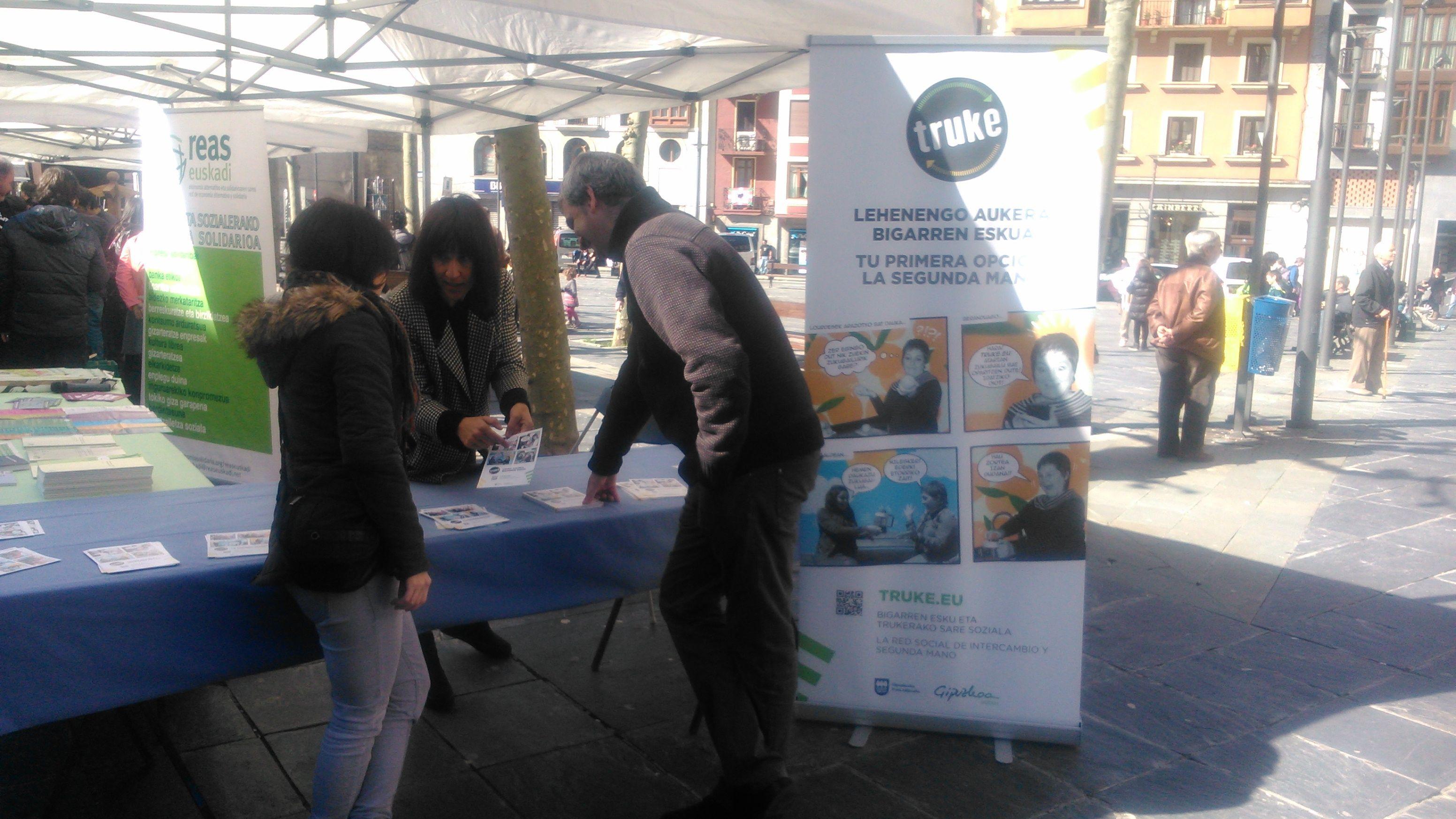 TRUKE, en el Mercado Solidario que REAS organizó en Tolosa.